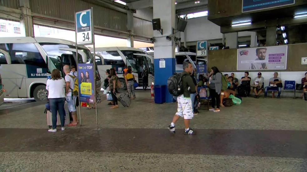 RJ restringe linhas intermunicipais de ônibus e isola Região Metropolitana para conter coronavírus