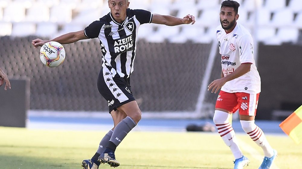 Gol, visão de jogo e passes certeiros, mas pouco gás: a estreia de Honda pelo Botafogo