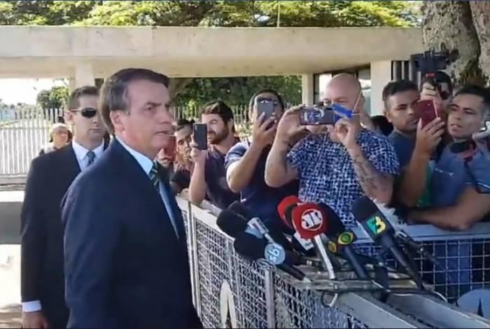 'Brasil é diferente', diz Bolsonaro ao evitar comentar isolamento nos EUA