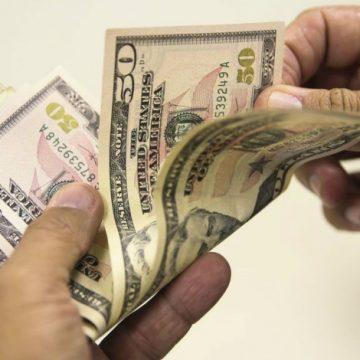 Dólar abre em alta e supera R$ 5 pela primeira vez na história