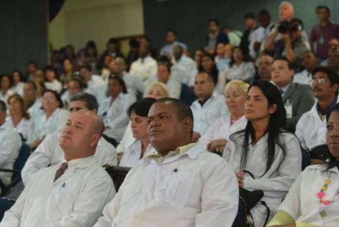 Ministério da Saúde vai convocar médicos cubanos para ajudar a controlar coronavírus