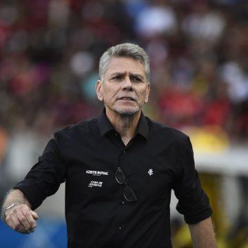 """Autuori destaca 1º tempo do Botafogo, mas alerta: """"Fazer um tempo bom e outro ruim não dá"""""""