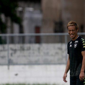 """""""Posso focar em jogar para vocês"""", diz Honda à torcida do Botafogo após adiamento das Olimpíadas"""