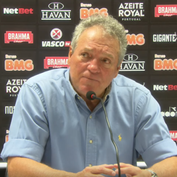 """Abatido, Abel diz que futebol do Vasco é insuficiente para passar do Goiás e fala sobre críticas: """"Estamos no mesmo barco"""""""