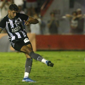 Às vésperas de clássico contra o Flamengo, Pedro Raul reaparece em treino do Botafogo