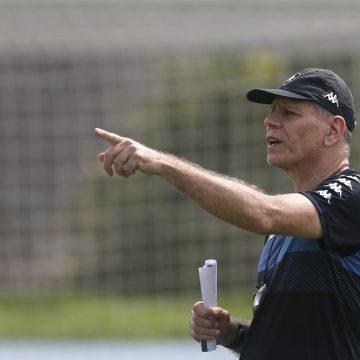 Botafogo se organiza após despedida de Espinosa e estuda aumentar poderes de Autuori