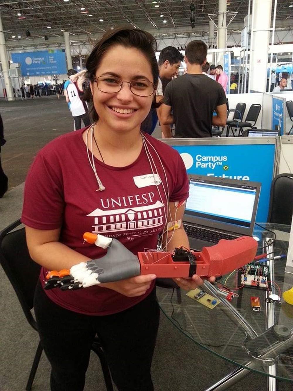 Brasileira cria rede para imprimir em 3D equipamentos de UTI usados no tratamento contra o coronavírus