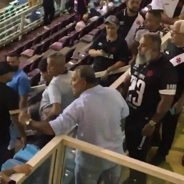 Campello é alvo de protestos após empate do Vasco com Resende, e conselheiro discute com torcedores