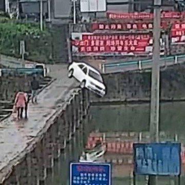 Chinês cai com carro em rio 10 minutos após pegar sua primeira carteira de motorista