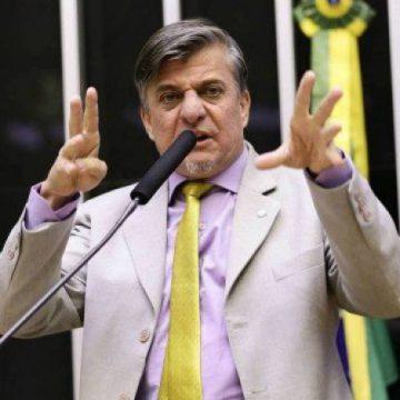 Deputado Boca Aberta propõe amputação de mãos de políticos condenados por corrupção