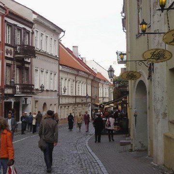 Homem prende esposa com suspeita de coronavírus no banheiro na Lituânia