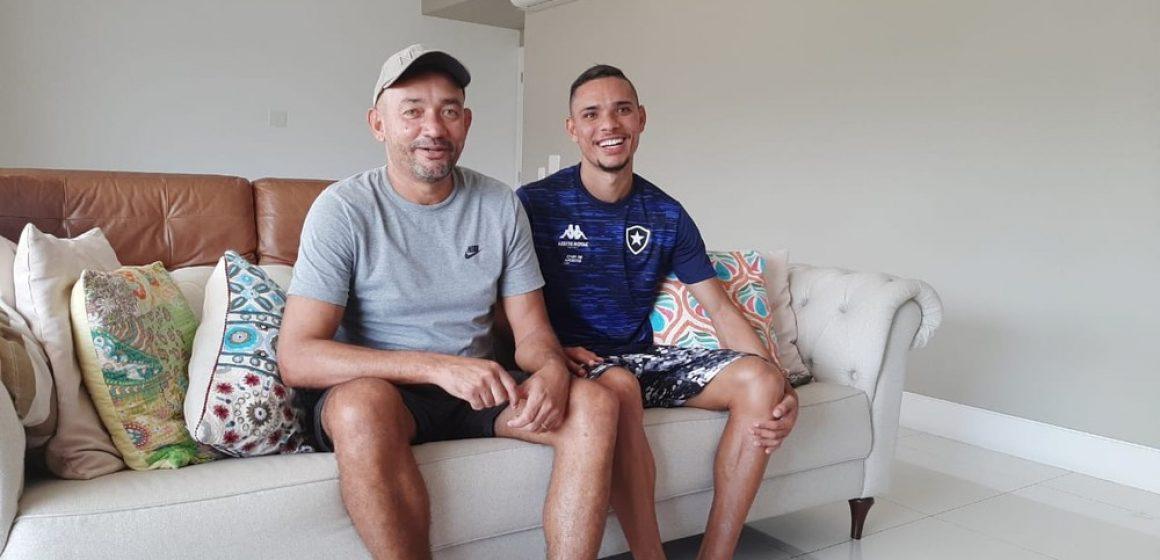Maduro no terceiro ano de Botafogo, Luiz Fernando tem na família a esperança de um ano melhor