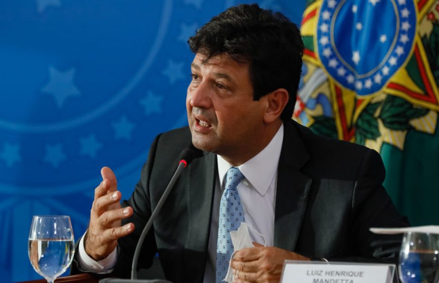 Ministro da saúde diz que infecção por coronavírus no Brasil deve disparar em abril