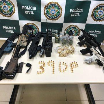 Polícia apreende armas e prende suspeitos de integrar milícia em Jacarepaguá