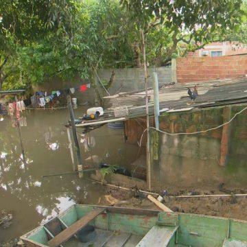 Quase cinco dias após temporal, Seropédica e Itaguaí ainda têm casas e vias alagadas e com lama
