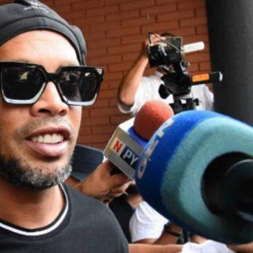 Ronaldinho Gaúcho deixa promotoria após depoimento e decide não deixar o Paraguai