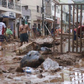 Vítimas das chuvas vão receber cartões para compra de materiais de construção e eletrodomésticos