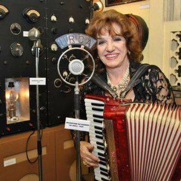 Morre cantora Adelaide Chiozzo, que deu voz a 'Beijinho doce'