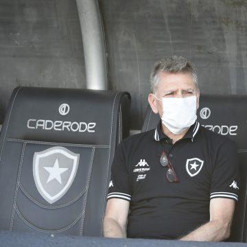 """Paulo Autuori, do Botafogo, critica CBF por não parar futebol: """"Frouxa e irresponsável decisão"""""""