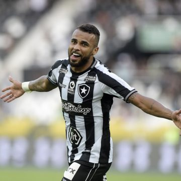 """Agora no Botafogo, Alex Santana reencontra Paraná e faz alerta: """"Construir o resultado já aqui"""""""