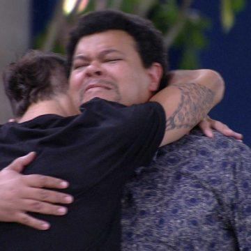 Após a Eliminação de Pyong, Felipe abraça Babu e diz: 'Estava com muito medo de você sair'
