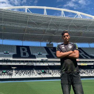 De dispensado do Flamengo a capitão do sub-20 do Botafogo: com força do avô, Sousa ganha espaço no Alvinegro