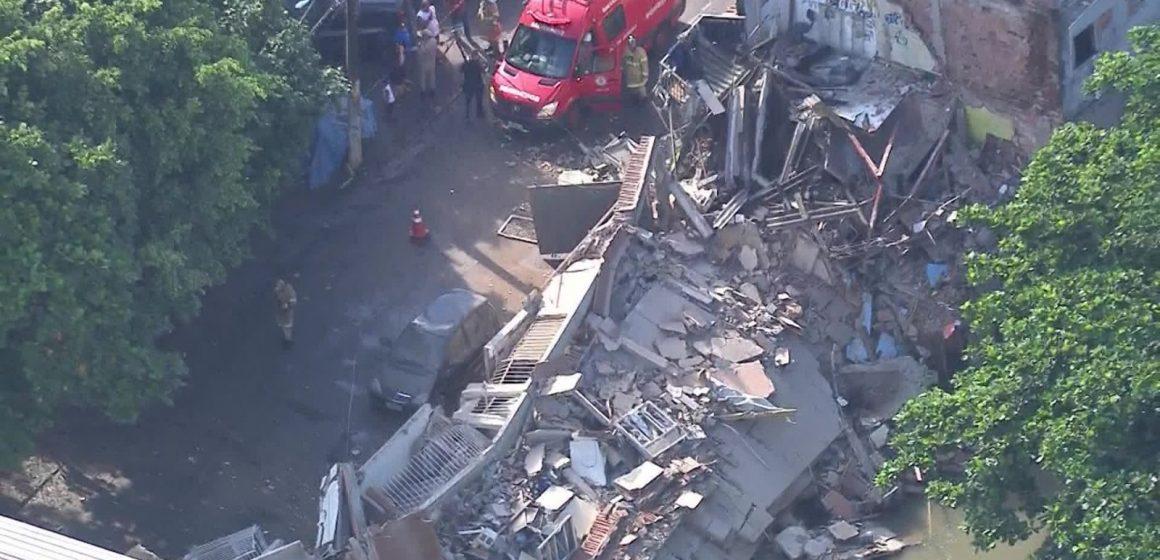 Quatro casas desabam no Jardim América, na Zona Norte do Rio