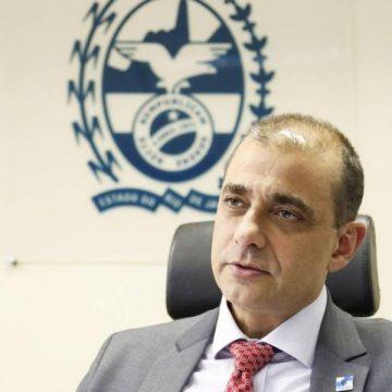 'Sacrifício de ficar em casa parece que está fazendo efeito', diz secretário de Saúde do RJ