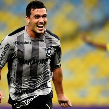 """Demitido em 2014, Edilson foi escolhido melhor lateral-direito do Botafogo no século XXI: """"Orgulho"""""""