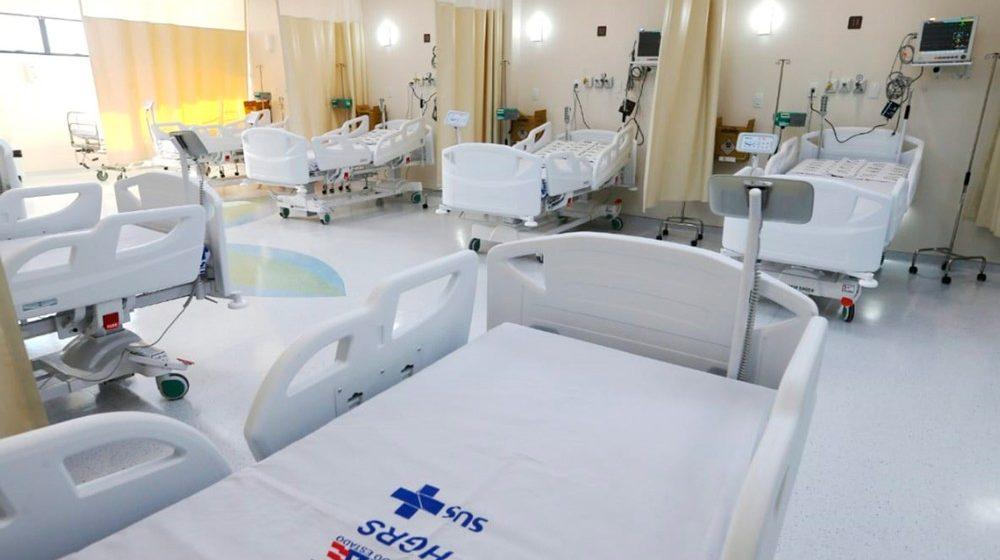 Brasil precisa aumentar em 20% o total de leitos de UTI para adultos no SUS para tratar coronavírus, diz entidade médica