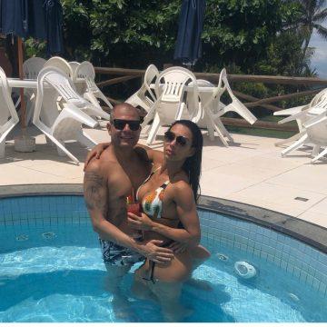 Curtindo as férias e o amor! Letícia Guimarães aproveita pós carnaval em resort do nordeste