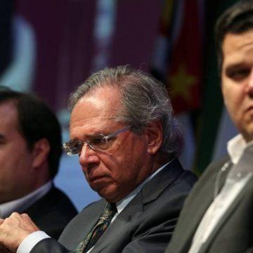 Guedes pede a Maia e Alcolumbre que Congresso vote propostas para 'blindar' economia brasileira