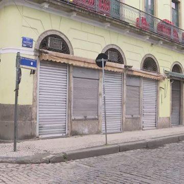 Ruas da Saara ficam desertas no primeiro dia de comércio fechado no Rio