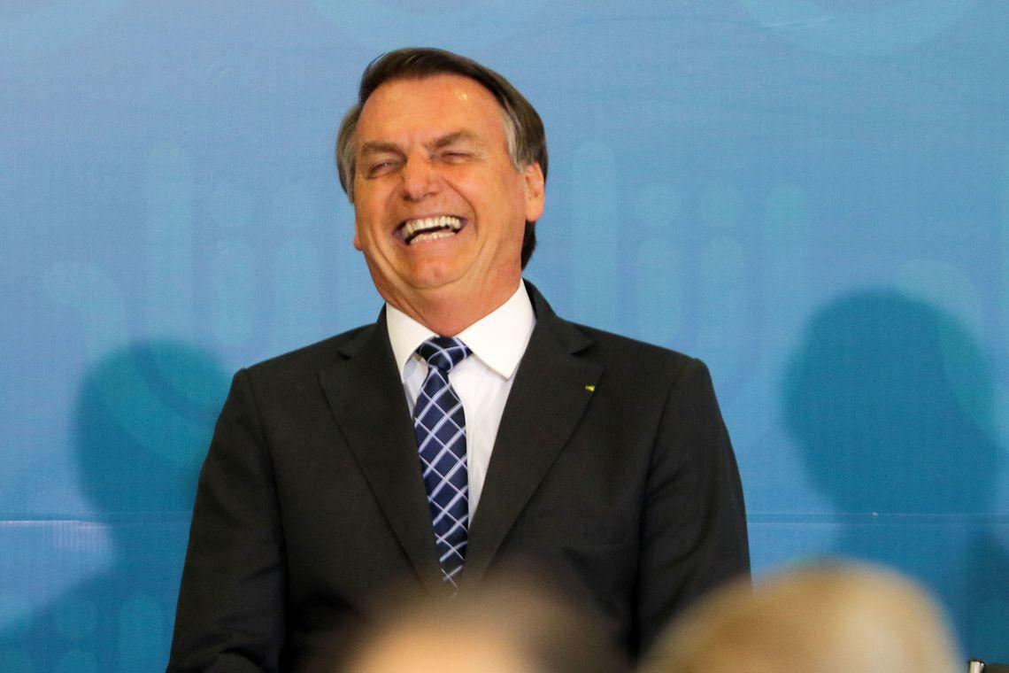 Um dia após pronunciamento, Bolsonaro repete ataques a governadores e críticas ao isolamento