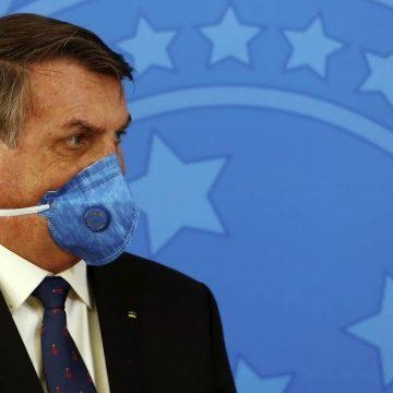 Bolsonaro volta a minimizar pandemia e chama Covid-19 de 'gripezinha'