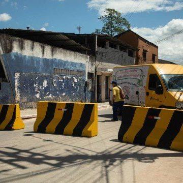 Coronavírus: Prefeitura de Magé fecha entradas da cidade com blocos de concreto
