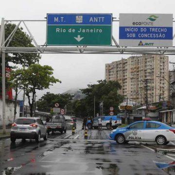Após decreto entrar em vigor, Polícia Militar começa a isolar a cidade do Rio; confira as restrições