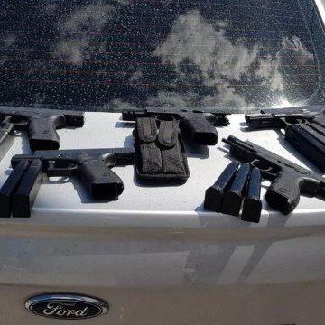 Operação contra máfia dos caça-níqueis prende cinco PMs com armas e R$ 260 mil em Niterói