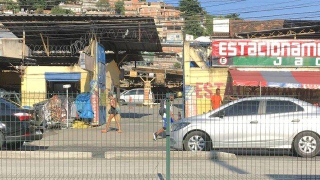Tráfico imita milícia e passa a cobrar taxas de até R$ 4 mil de comerciantes em Madureira