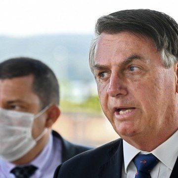 Bolsonaro questiona número de mortos por Covid-19 e fala em fraude para 'uso político'
