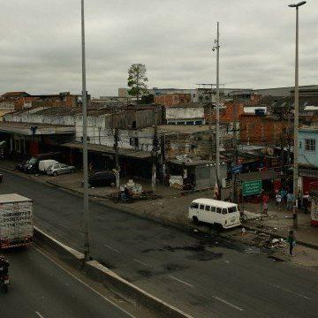 Imagens mostram homens armados em vários pontos do Complexo da Maré, no Rio