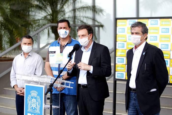 Crivella diz que publica neste sábado decreto que obriga uso de máscaras nas lojas e nas ruas