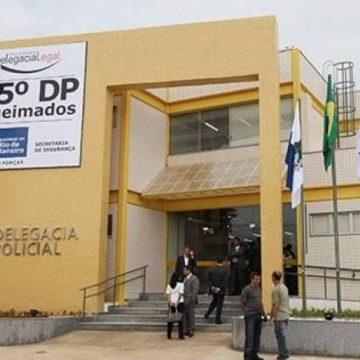 Casal é preso por torturar a filha de 3 anos, que já teve braço e dentes quebrados