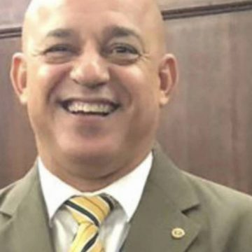 Coronel da PM morre após ter AVC e infarto ao caminhar em orla de praia no RJ; há suspeita de Covid-19, diz corporação