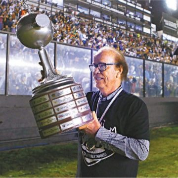 """Lopes tentou levar Gamarra para o Vasco, domou o novato Romário em disputa com Dinamite e aponta o melhor: """"Edmundo foi f..."""""""