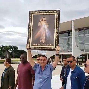 Bolsonaro trata contágio como inevitável e defende volta ao trabalho