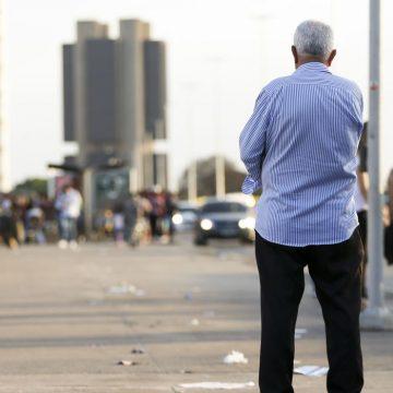 Governo anuncia R$ 3 bilhões para atender idosos durante pandemia