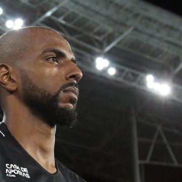 """Ruan Renato mostra vontade de se firmar no Botafogo: """"Não vim para ficar no banco"""""""