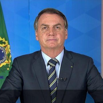 Em pronunciamento na TV, Bolsonaro muda o tom e não critica o isolamento social