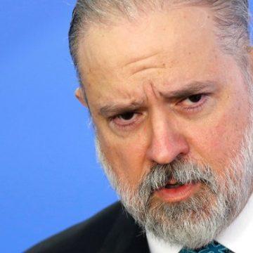 Aras pede abertura de inquérito para apurar ato antidemocrático com presença de Bolsonaro